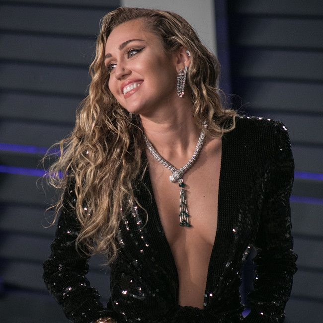 Miley Cyrus reponds to Cher's 2013 VMAs criticism l