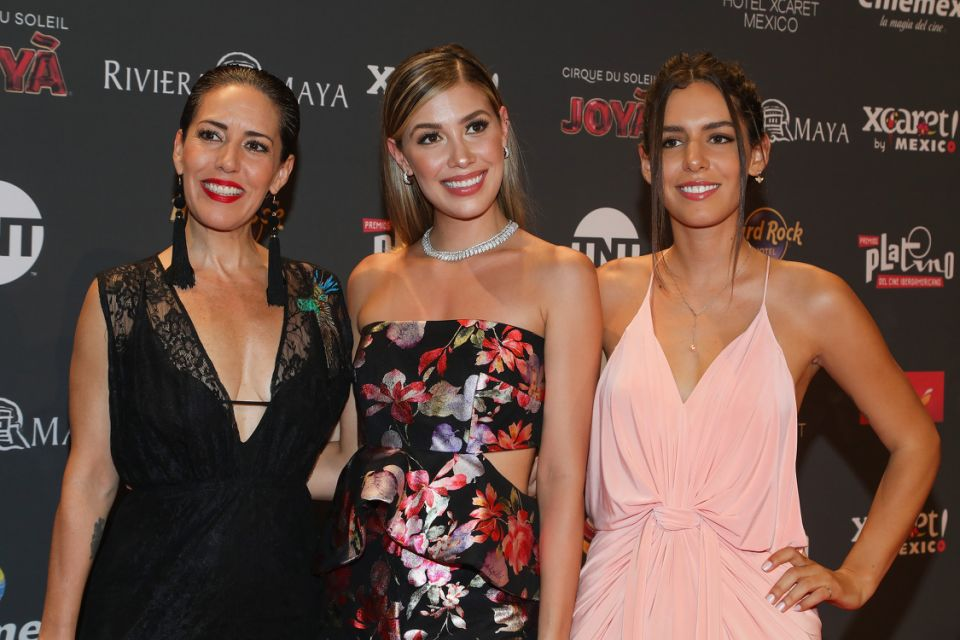 Stephanie Salas, Michelle Salas y Camila Valero. (Photo by Victor Chavez/Getty Images)