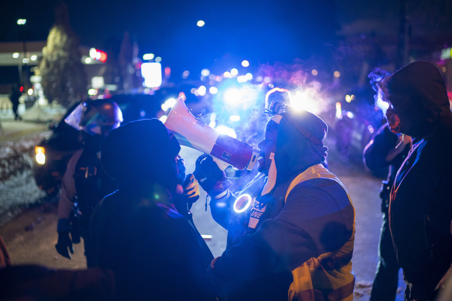 United States police shoot man dead during traffic stop, protesters gather