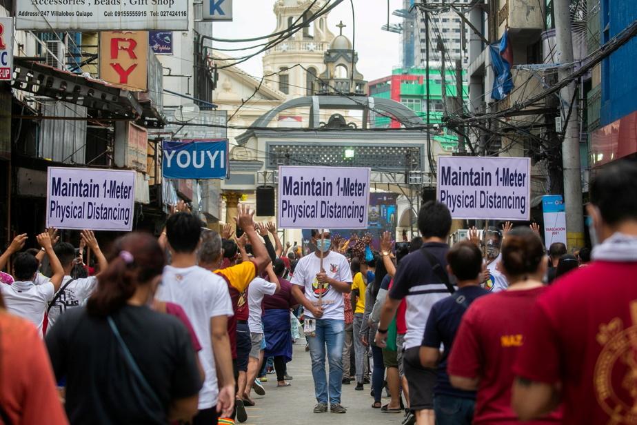 Thousands throng Manila for Catholic feast